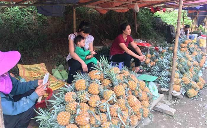 Trung Quốc bất ngờ cắt cầu: Bà con Lào Cai buồn não ruột-2