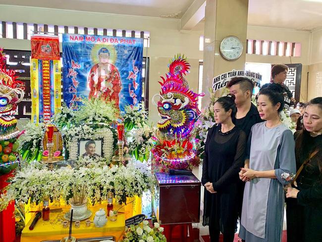 Trịnh Kim Chi khóc ngất khi tới viếng nghệ sĩ Anh Vũ, nghẹn ngào nói lời tiễn biệt người bạn thân thiết-2