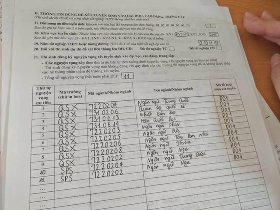 Thời tiết có 4 mùa, nhưng học sinh còn có mùa điền hồ sơ thi Đại học-2