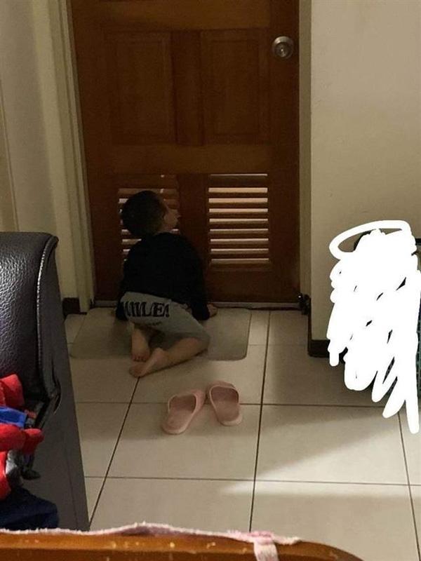 Vợ bị nhìn trộm lúc tắm, chồng bình tĩnh chụp ảnh đăng lên mạng vì lý do cực đáng yêu-1