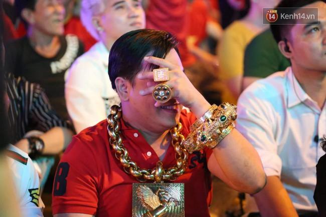 Tại sao đại gia đeo vàng nhiều nhất Việt Nam vừa bị tạm giữ lại lấy biệt danh là Phúc XO?-1