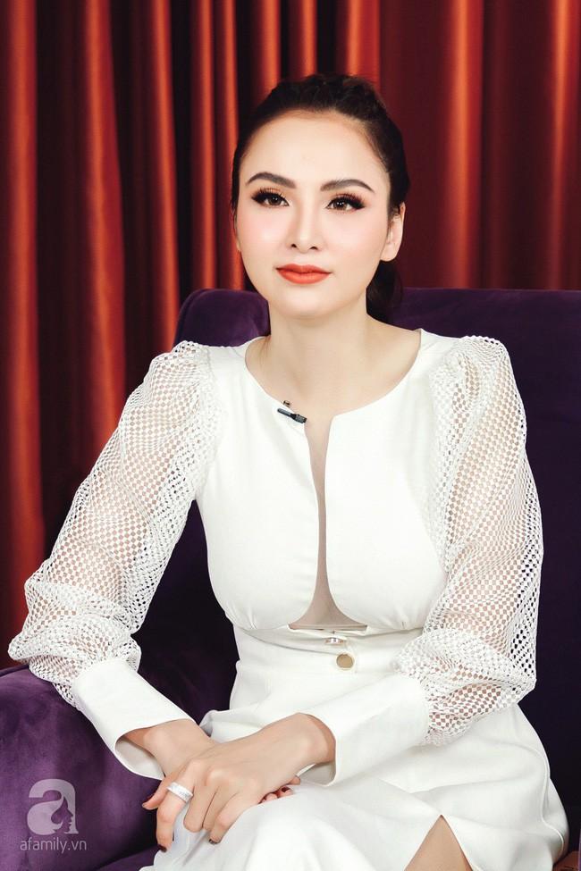 Sau loạt nghi án thẩm mỹ, Diễm Hương ngày càng xinh đẹp nhưng sao càng nhìn lại càng thấy giống... Angela Phương Trinh-1