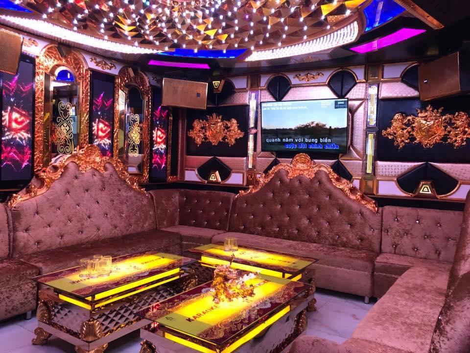 Vụ tạm giữ đại gia đeo vàng nhiều nhất Việt Nam: Phát hiện hàng chục thanh niên phê ma túy trong karaoke của Phúc XO-2