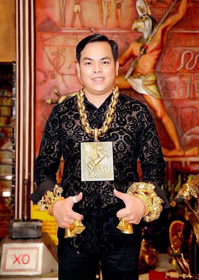 Chân dung Phúc XO: Từ đại gia thuê vệ sĩ cầm vàng đến chủ quán karaoke 60 tỷ bị tạm giữ vì dính líu ma túy-1