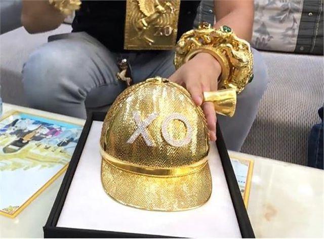 Số vàng Phúc XO đeo trên người đáng giá bao nhiêu tiền?-1