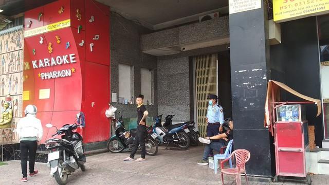 Bên trong quán karaoke ăn chơi của Phúc XO - người đeo nhiều vàng nhất Việt Nam vừa bị công an tạm giữ-1