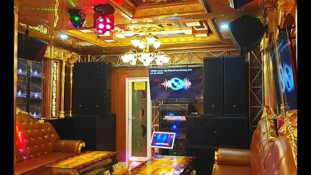 Bên trong quán karaoke ăn chơi của Phúc XO - người đeo nhiều vàng nhất Việt Nam vừa bị công an tạm giữ-3