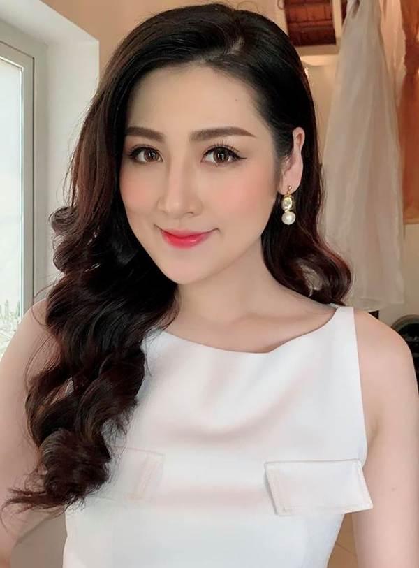 Hoa hậu Phương Khánh khoe ảnh bikini gợi cảm trên nhà cao tầng-9