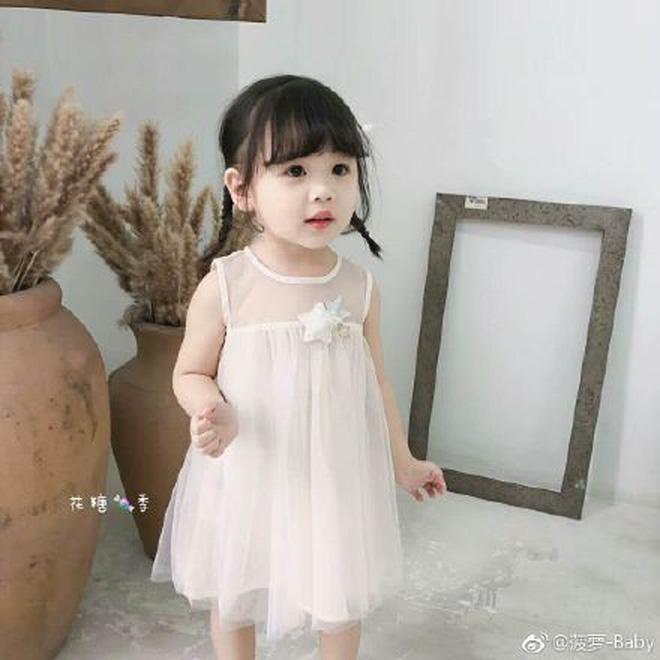 Giải thích lý do thẳng chân đạp mẫu nhí, người mẹ vẫn bị dân mạng Trung Quốc kịch liệt ném đá-1