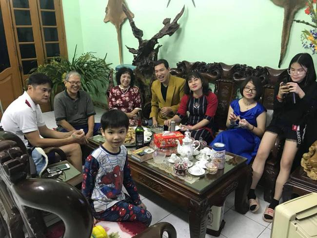 Chân dung vợ xinh đẹp kém 11 tuổi của Táo Kinh tế Quang Thắng-6
