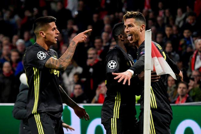 Ronaldo ghi bàn, Juventus hòa Ajax trên sân khách-1