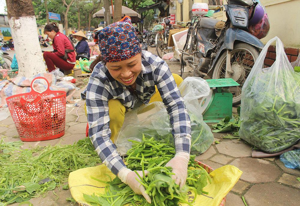 Cặp vợ chồng 20 năm giữa đảo hoang, mỗi ngày 2 tạ rau bí bán khắp Hà Nội-1