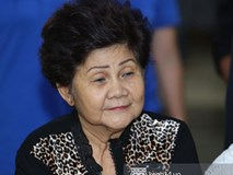 Mẹ nghệ sĩ Anh Vũ đã xuất viện sau một ngày cấp cứu, cùng gia đình cảm ơn từng người tới thăm viếng