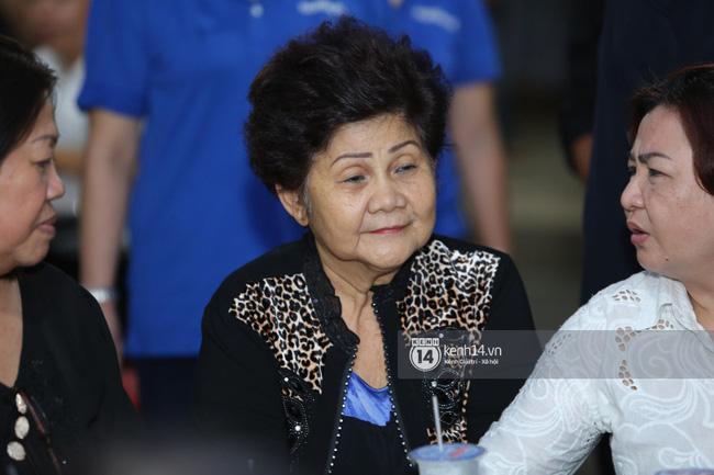 Mẹ nghệ sĩ Anh Vũ đã xuất viện sau một ngày cấp cứu, cùng gia đình cảm ơn từng người tới thăm viếng-1