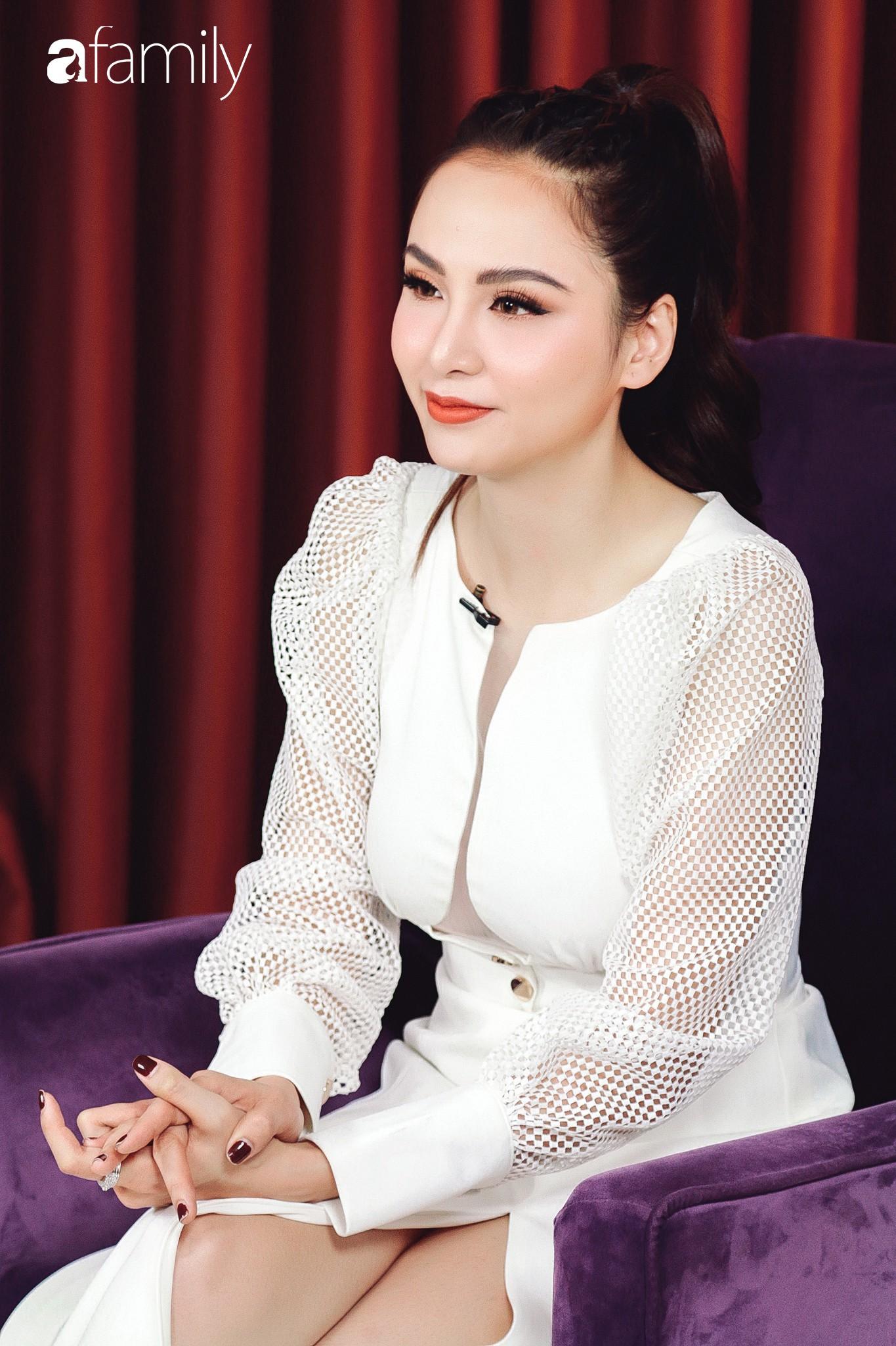 Hoa hậu Diễm Hương: Chồng nào cũng bảo nếu em đừng làm ra tiền thì đã dễ dạy hơn-4