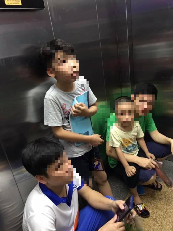 Thang máy chung cư Tân Tây Đô bất ngờ dừng hoạt động, 6 người dân bị giam tới 45 phút-2