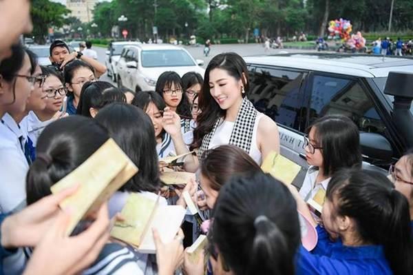 Á hậu Thuỳ Dung lại khiến fans ngất ngây khi khoe body nóng bỏng với bikini-9