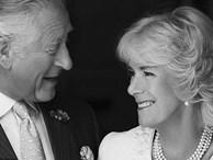 Thái tử Charles và vợ đăng ảnh kỷ niệm 14 năm ngày cưới nhưng người dùng mạng đã chỉ ra điểm bất thường và tỏ thái độ bất ngờ với 'kẻ thứ 3' Camilla