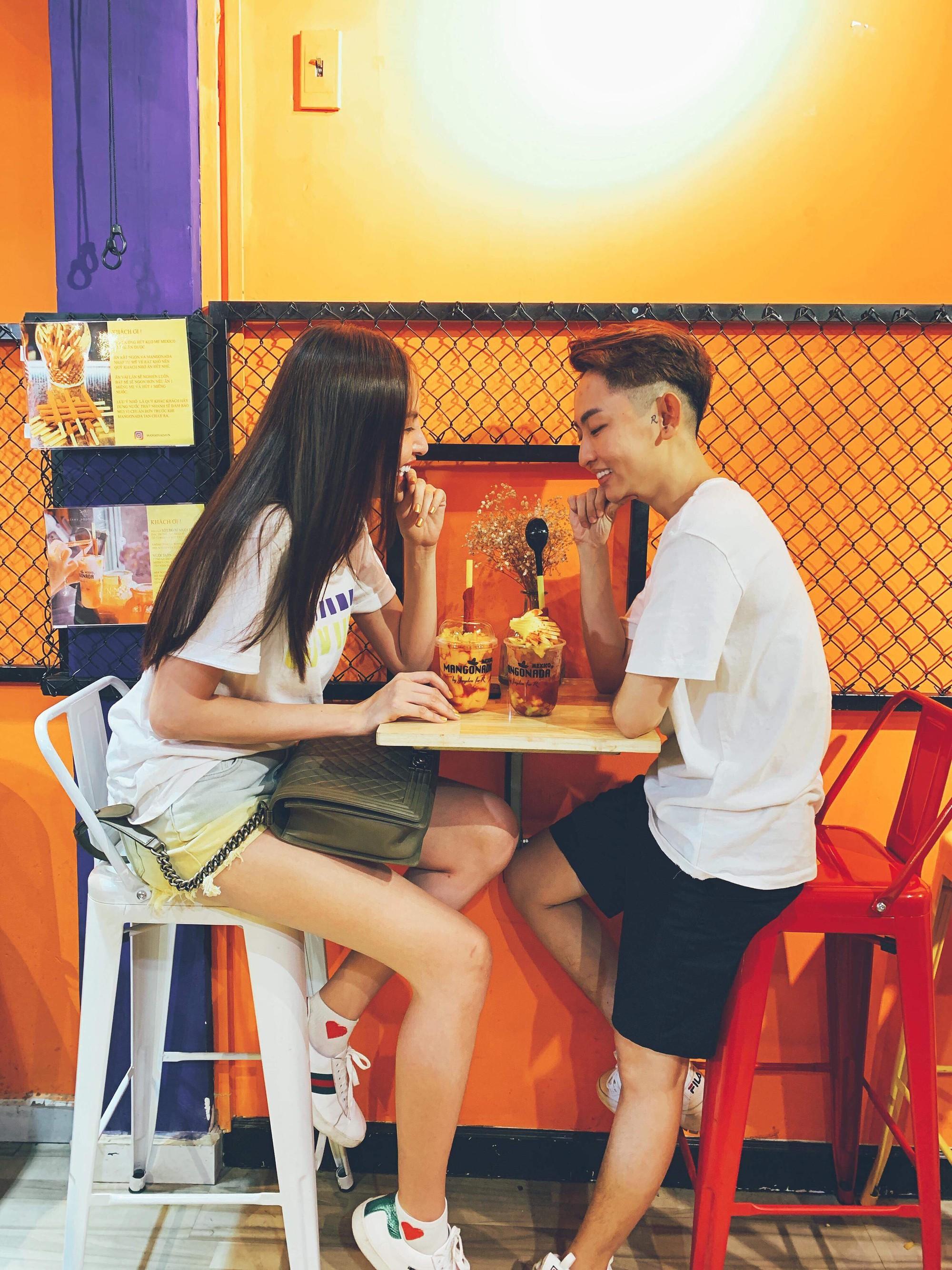 Những hình ảnh được rò rỉ khiến dân mạng đồn đoán Hoa hậu Diễm Hương đang trong một mối quan hệ tình cảm đồng tính nữ.-5