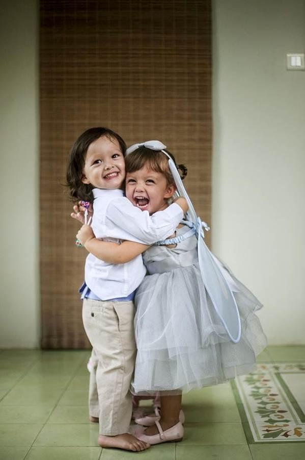 Những khoảnh khắc đáng yêu, ngọt lịm của cặp song sinh nhà Hồng Nhung-4
