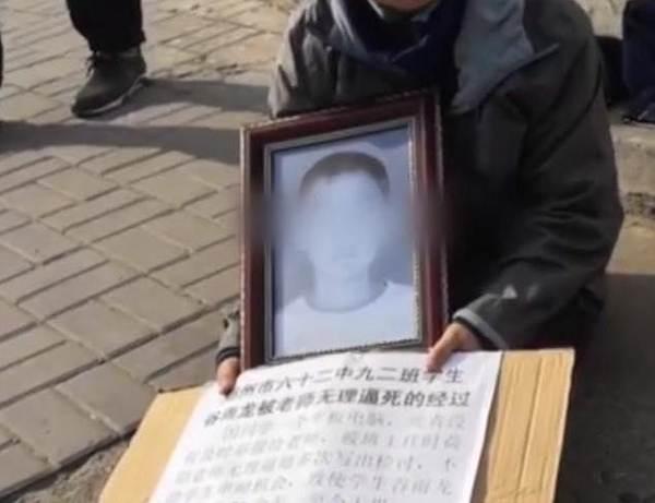 Tranh luận nóng: Nam sinh tự tử vì bị cô giáo bắt viết kiểm điểm-1