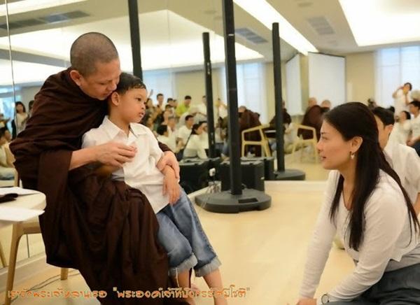 Cuộc sống của Hoàng tử nhỏ và Vương phi Thái Lan bị phế truất giờ ra sao sau 5 năm hai mẹ con bị chia tách khiến nhiều người xót xa?-5
