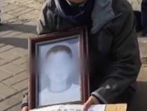 Tranh luận nóng: Nam sinh tự tử vì bị cô giáo bắt viết kiểm điểm