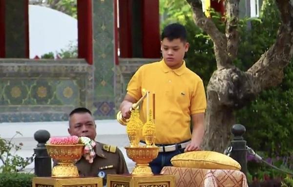 Cuộc sống của Hoàng tử nhỏ và Vương phi Thái Lan bị phế truất giờ ra sao sau 5 năm hai mẹ con bị chia tách khiến nhiều người xót xa?-11