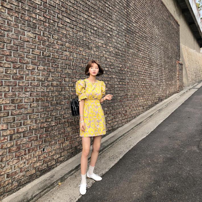 Tham khảo 15 set đồ này của các quý cô Châu Á để không bỡ ngỡ khi thời tiết mới chớm hè-2