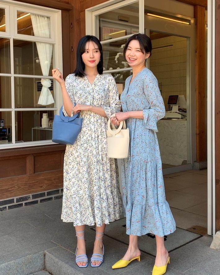 Tham khảo 15 set đồ này của các quý cô Châu Á để không bỡ ngỡ khi thời tiết mới chớm hè-5