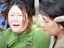 Người thân khóc ngất tại hiện trường kinh hoàng vụ ô tô biển tứ quý lao vào đám tang khiến 3 người chết, 7 người bị thương