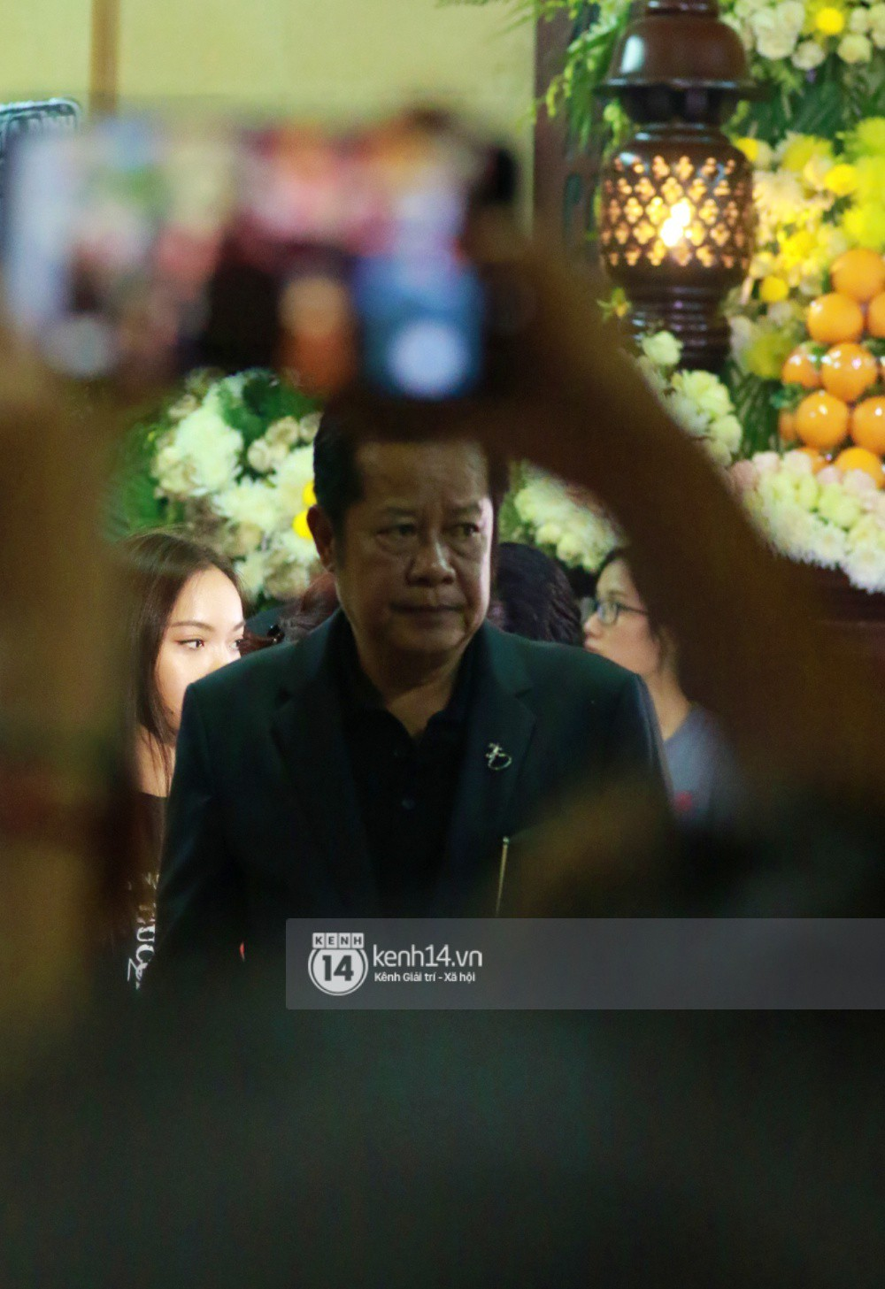 Đêm cuối cùng đám tang cố diễn viên Anh Vũ: Nghệ sĩ lặng người, không giấu được xúc động trước linh cữu-3