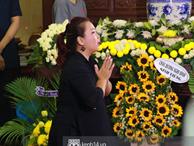 Đêm cuối cùng đám tang cố diễn viên Anh Vũ: Nghệ sĩ lặng người, không giấu được xúc động trước linh cữu