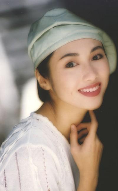Lê Tư hồi trẻ đẹp thế nào mà Trương Bá Chi phải nói: Ở Hong Kong tôi chỉ thừa nhận cô ấy đẹp hơn tôi-2