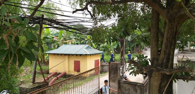 Hiện trường vụ cháy làm 8 người chết tại Hà Nội: Người mẹ gào khóc ngồi đợi nhận thi thể con trai-11