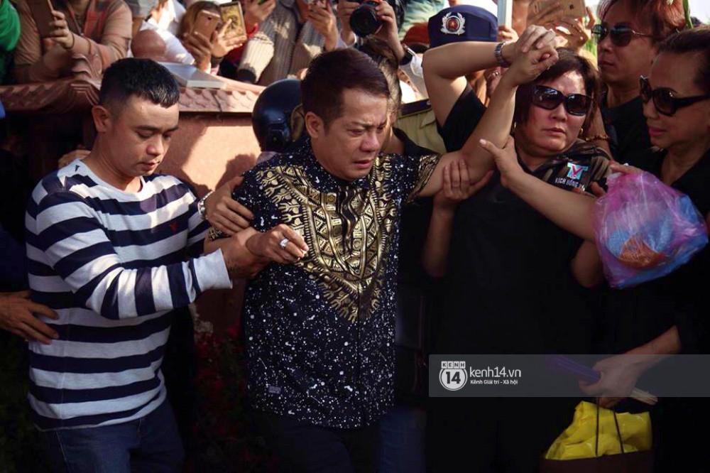 Hồng Vân, Thanh Bạch và dòng người hâm mộ xúc động đưa tiễn cố nghệ sĩ Anh Vũ về nơi an nghỉ-6