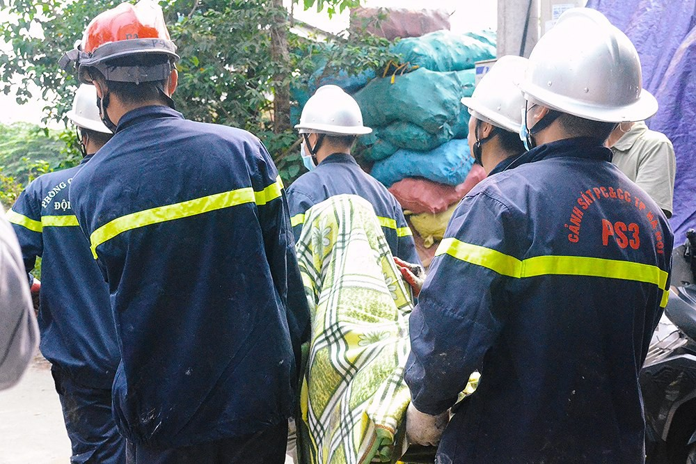 Nhói lòng cảnh tượng mẹ và 2 con nhỏ chết cháy trong tư thế ôm nhau sau vụ hỏa hoạn kinh hoàng ở Hà Nội-1
