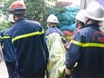 Người nhà nạn nhân đau đớn, khóc ngất tại hiện trường vụ hỏa hoạn khiến 8 người chết và mất tích-10