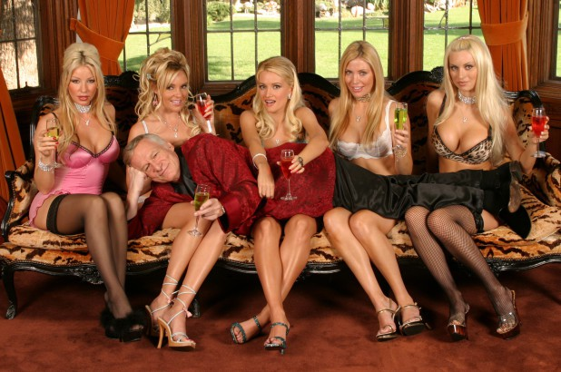 Thì ra ông trùm Playboy lấy 3 vợ, coi tình yêu như cỏ rác và qua đêm với cả ngàn người tình là vì lý do bất ngờ này-5