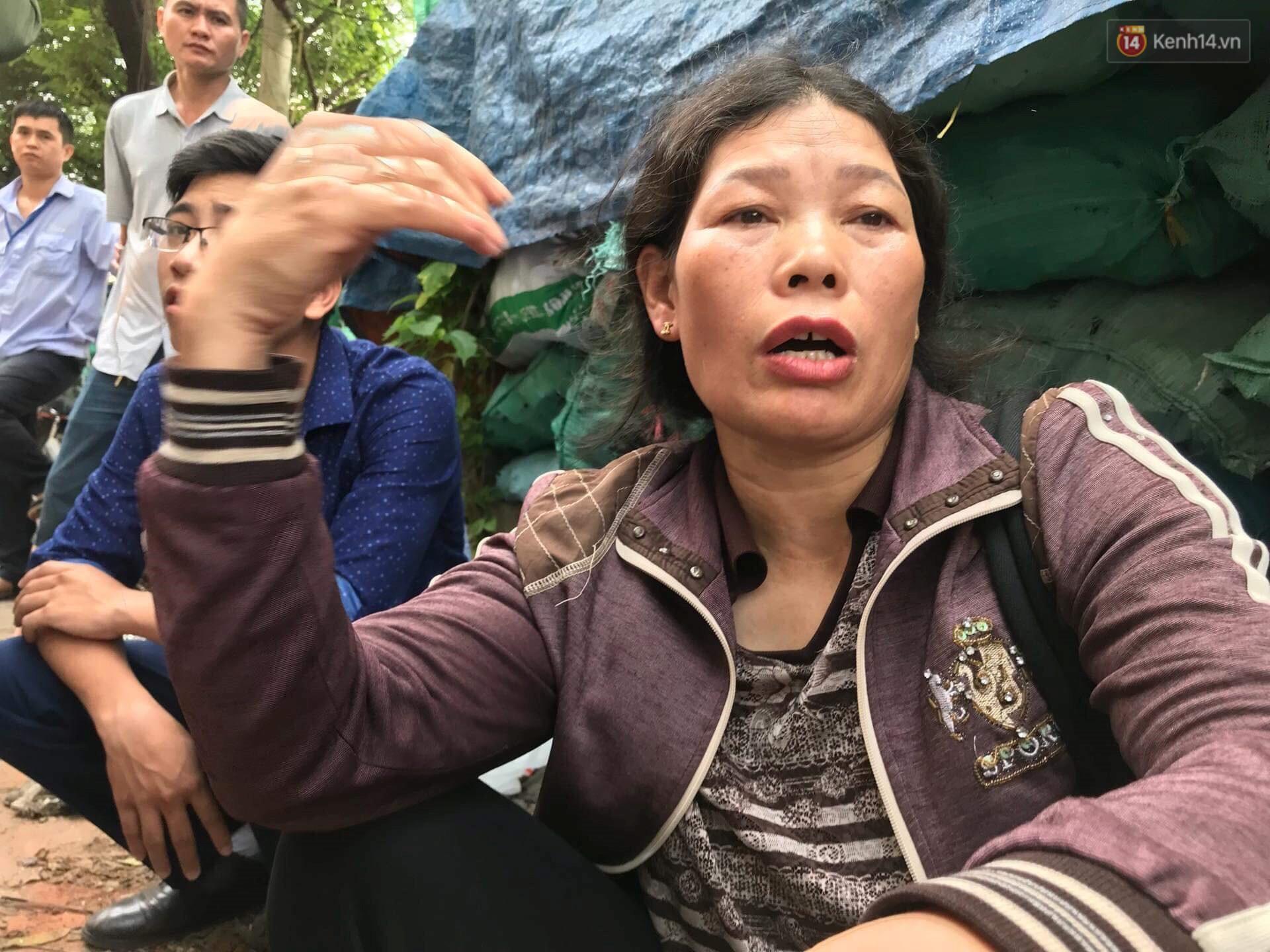 Người nhà nạn nhân đau đớn, khóc ngất tại hiện trường vụ hỏa hoạn khiến 8 người chết và mất tích-4