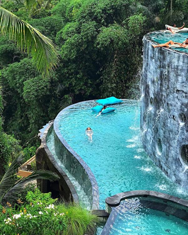 Đăng ảnh hôn nhau trên bể bơi vô cực đảo Bali, cặp đôi trai xinh gái đẹp nhận cơn mưa gạch đá từ MXH-2