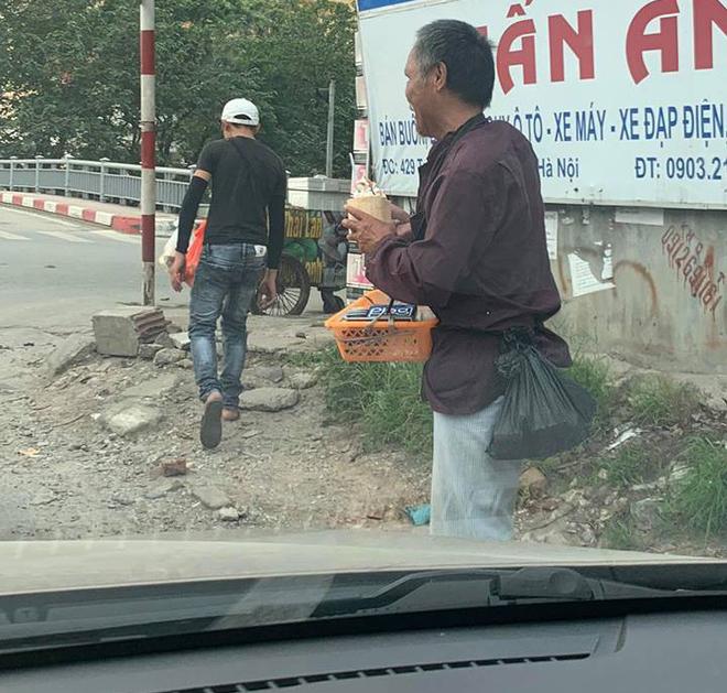 Xúc động câu chuyện cụ ông bán kẹo cao su giữa trời nắng bất ngờ nhận được món quà mát lạnh từ cậu bán kem-1