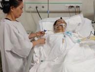 Con trai chạy Grab bị xe tông liệt nửa người, mẹ cạn tiền, nuốt nước mắt nhìn con nguy kịch