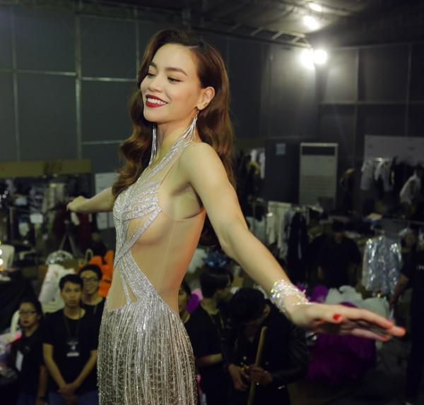 Hồ Ngọc Hà mắc lỗi thời trang khiến vòng 1 lúc đầy lúc vơi khiến ai cũng khó hiểu-7