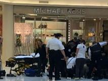 Đưa con đi trung tâm thương mại, bất ngờ người lạ mặt lao đến ném đứa trẻ từ tầng 3 xuống đất trong sự ngỡ ngàng của người mẹ