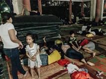 Chùm ảnh: Du khách thuê bạt 150k/đêm nằm ngủ la liệt ngoài trời, xung quanh những thùng rác thải chất đống tại đền Hùng