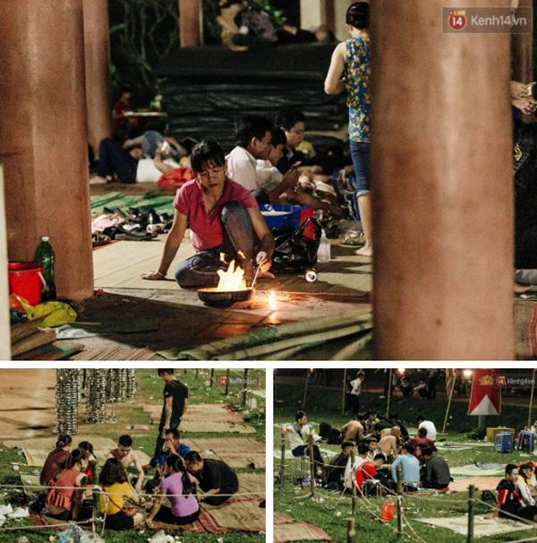 Chùm ảnh: Du khách thuê bạt 150k/đêm nằm ngủ la liệt ngoài trời, xung quanh những thùng rác thải chất đống tại đền Hùng-5