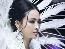 Vượt qua scandal tình tiền, Hoa hậu Phương Nga như 'nữ thần' sải bước kiêu kì trên sàn catwalk