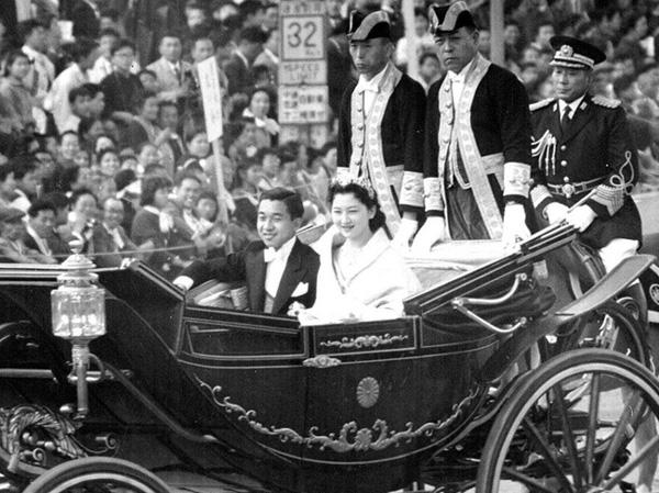 Nhan sắc kiều diễm của Hoàng hậu thường dân Michiko thời trẻ, khiến vua say đắm đến phá bỏ quy tắc Hoàng gia-2