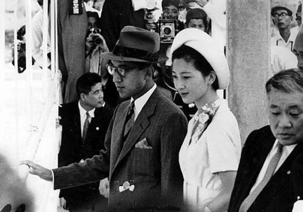 Nhan sắc kiều diễm của Hoàng hậu thường dân Michiko thời trẻ, khiến vua say đắm đến phá bỏ quy tắc Hoàng gia-4